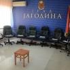 Продајом фотеља функционера прикупљено 9.850 евра за социјално угрожене породице са више деце